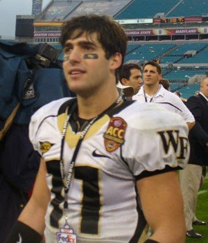 OMG hes naked: NCAA Quarterback   OMG.BLOG