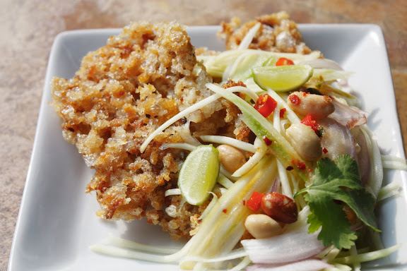 Thai crispy fish with green mango salad yam pla duk fu forumfinder Image collections