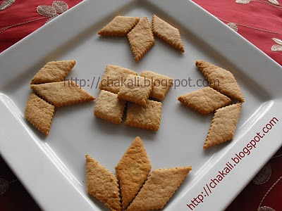 diwali cha faral, diwali faral, diwali festival, diwali festive season, faral recipe, ladoo, chakli, karanji, shankarpala, chivda, pohe, rava ladu