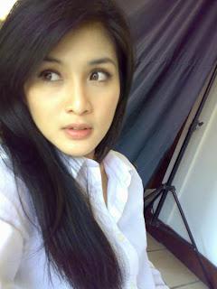 Sandra Dewi Cute