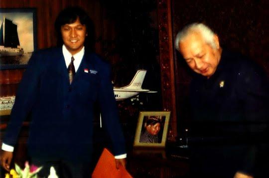 Presiden Soeharto dan Ketua KPPRI Ikang Fawzi dari FISIP UI