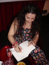"""Sessão de autógrafos de """"Vozes do Pensamento"""", Isabel Rosete"""
