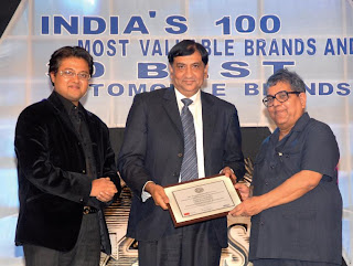 Dr. M.K. Chaudhuri, Director, IIPM (right) and Mr. Abhimanyu Ghosh, CEO, Planman Media (left) giving away the award to Mr. Shoaib M. Farooqi, COO-Retail & International Markets, Madura Garments (center)