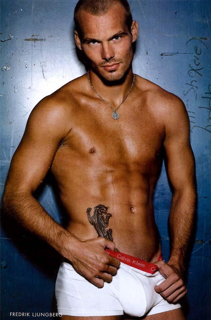Фото татуировок паха мужчин