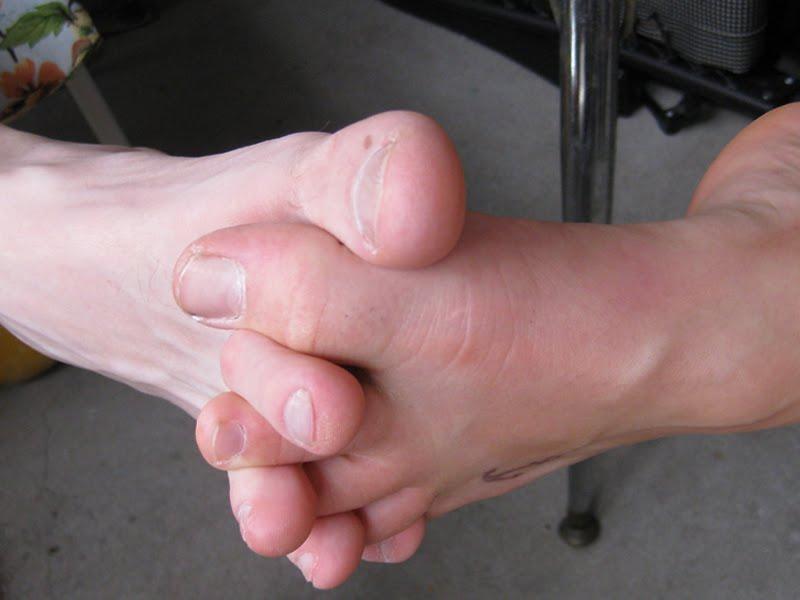 waffle iron foot. heart-shaped-waffle-makers