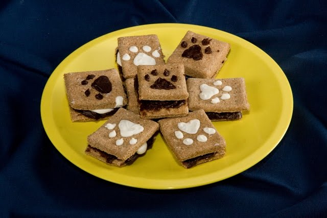 scrumptious looking graham cracker sandwiches filled with yogurt and carob, with a paw print design on top