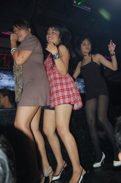 ... wang wong caiyo): Cewek Keren MBC Bandung Party Pamer Paha Rame-Rame