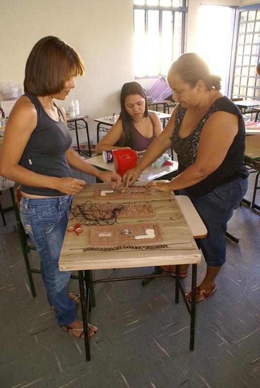 Prefeitura de pereira barreto aconteceu oficina de for Pintura acrilica moderna