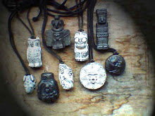 Small Totem colar.