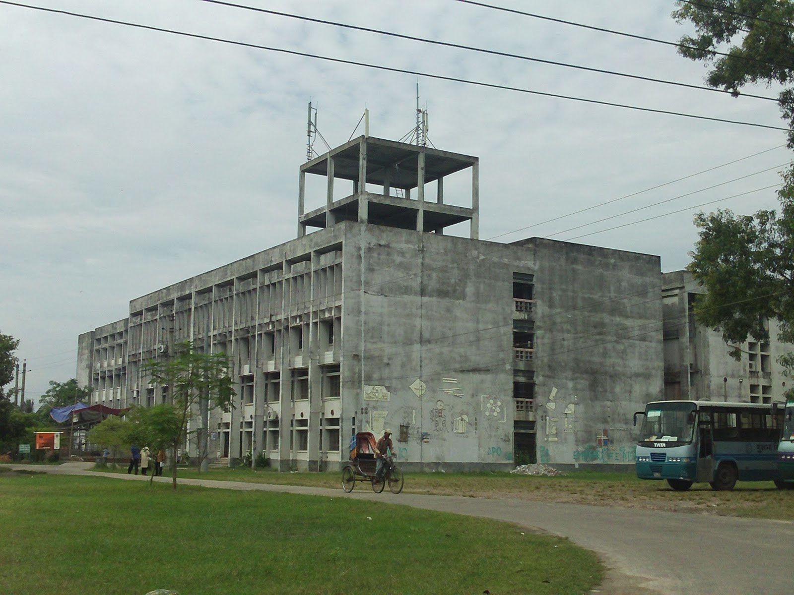 khulna chat Chittagong division, officially known as chattogram division, is geographically the largest of the eight administrative divisions of bangladeshit covers the south-easternmost areas of the country, with a total area of 33,77118 km 2 (13,03913 sq mi) and a population at the 2011 census of 28,423,019.
