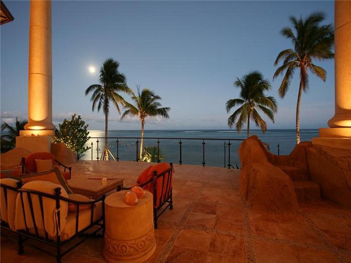 Baños Turcos Arco Iris:Luxury Mansion in the Cayman Islands