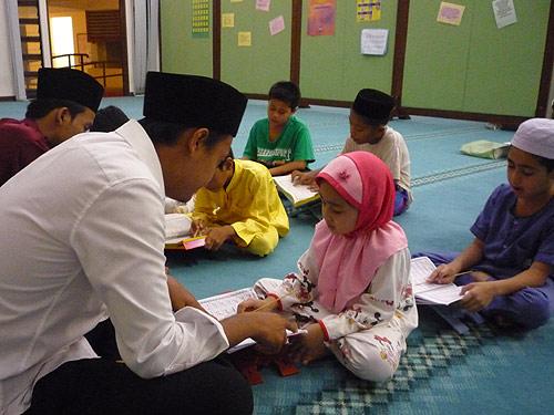 Image result for kanak-kanak mengaji alquran malaysia