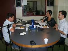 O âncora Marcelo Sandes e a poetisa Renata Santana fazem o Café Colombo, Universitária FM 99.9,