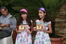 As gêmeas Amanda e Alice Moraes, 9 anos, foram o símbolo dos Cem poetas Sem livros