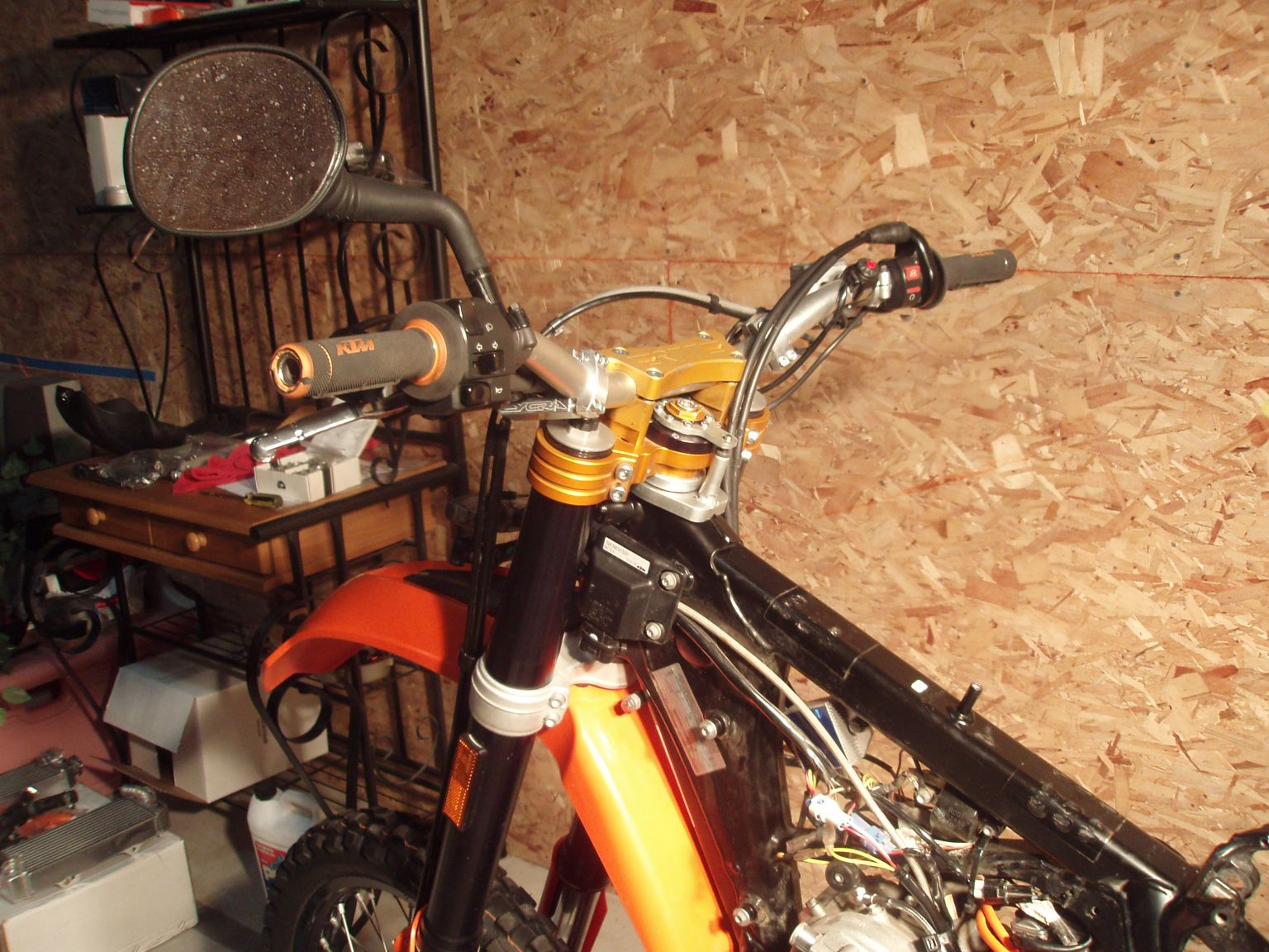This is the RTT Stabilizer that is integrated with the top triple clamp. I  prefer riding with stabilizers and all my bikes have them. I have used  Scotts, ...