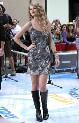 Taylor Swift Lovely In Style Of Her