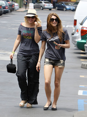 Ashley Greene Skinned Legs On Shopping In Los Angeles
