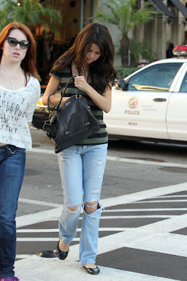 Selena Gomez Walk With A Ripped Jeans