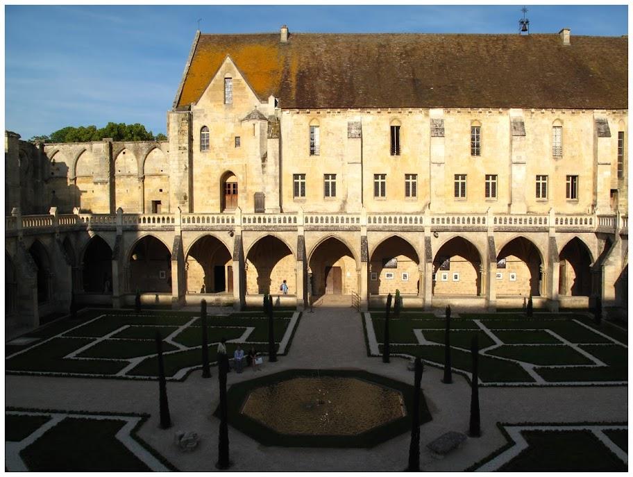 abbaye de Royaumont_le cloître