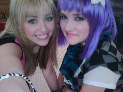 Miley Cyrus e Emily Osment  Emily Osment And Miley Cyrus