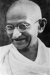 Gandhi -& seine 10 Weisheiten um die Welt zu verändern Gandhi