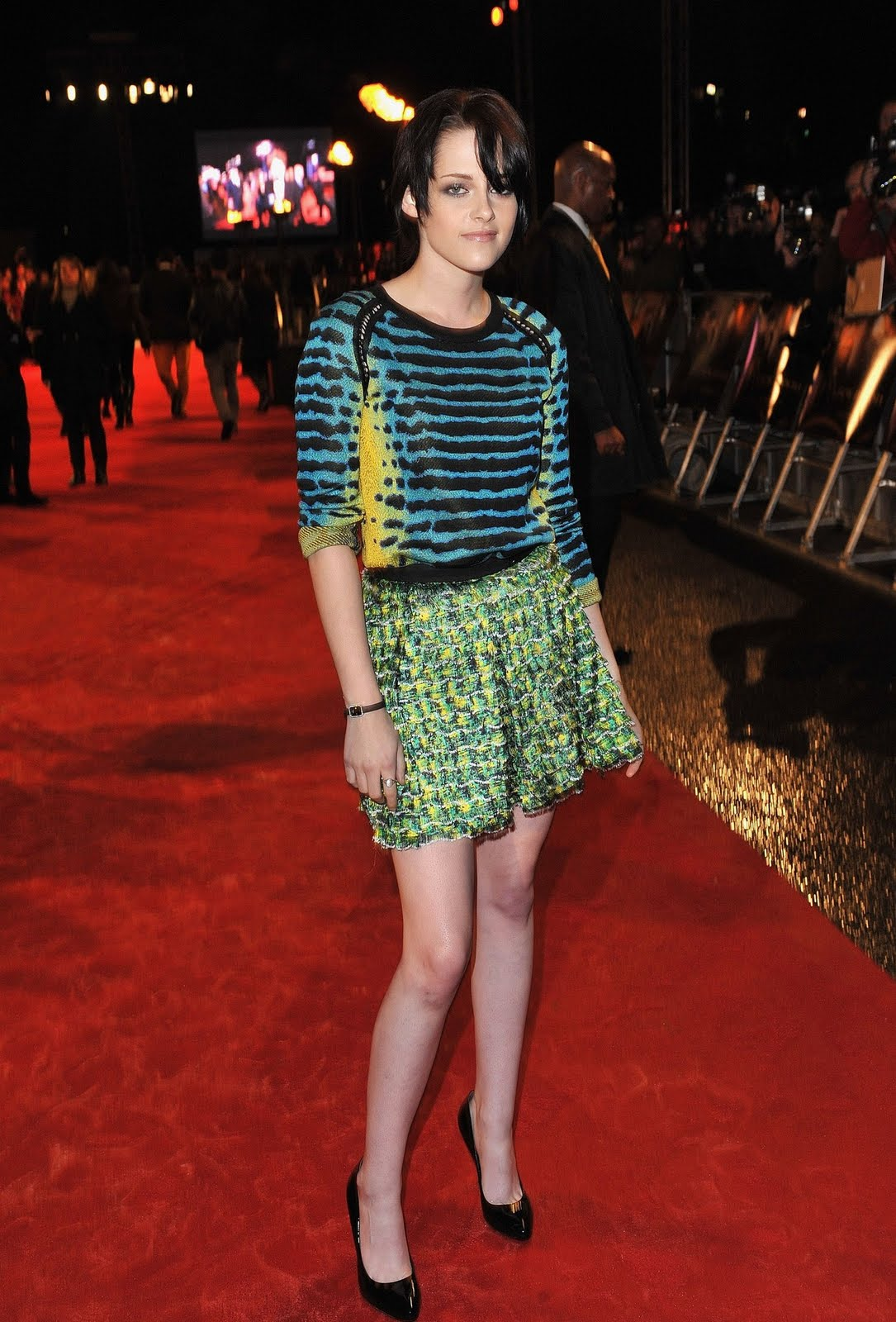 http://3.bp.blogspot.com/_MCy6UZ3NI5M/TGnkepwJ2rI/AAAAAAAAtYw/wkt0pmCSf2I/s1600/70316-kris-dress-red-uk-premiere-01-122-600lo.jpg