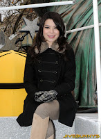 Miranda Cosgrove black coat