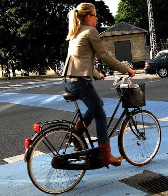 http://3.bp.blogspot.com/_MDs2a1rIEuA/SGUT8k7pmfI/AAAAAAAADjE/lZOgsSNevuk/s400/copenhagen%2Bcycle%2Bchic.jpg