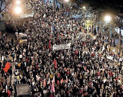 http://3.bp.blogspot.com/_MKp-qeUkQzc/St9Y1KSVtAI/AAAAAAAAByg/Yd6iC-4TtqU/s400/marcha+masiva+contra+la+impunidad.jpg