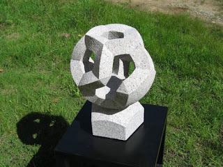 万成石の抽象彫刻 Atmosphere  大気圏