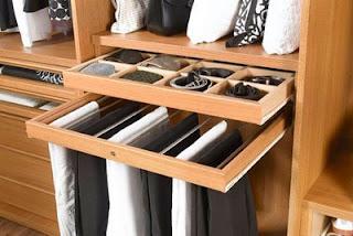 Aspirante a modelo ordenando el guardarropa for Distribucion de armarios empotrados por dentro