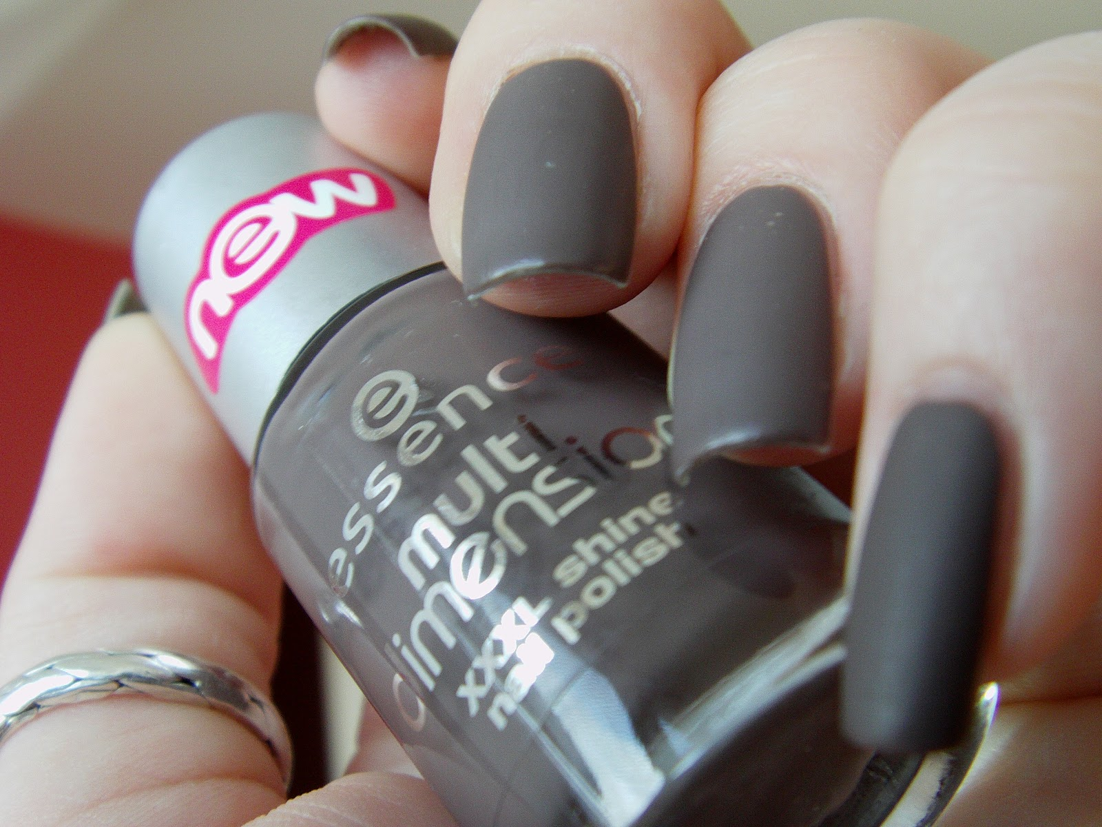 All about nails: Essence MOST WANTED with matt topcoat