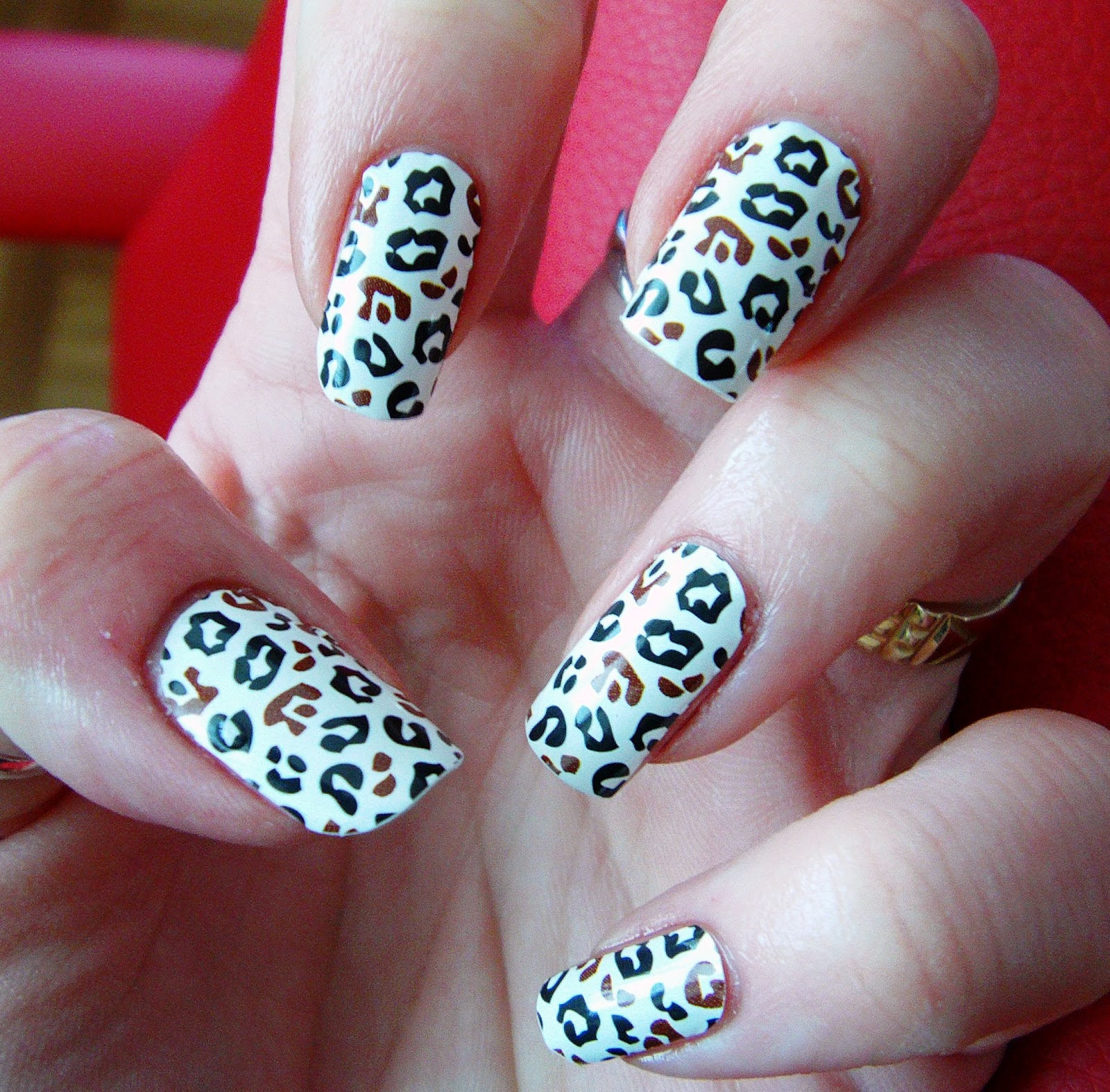 Cheetah nail designs