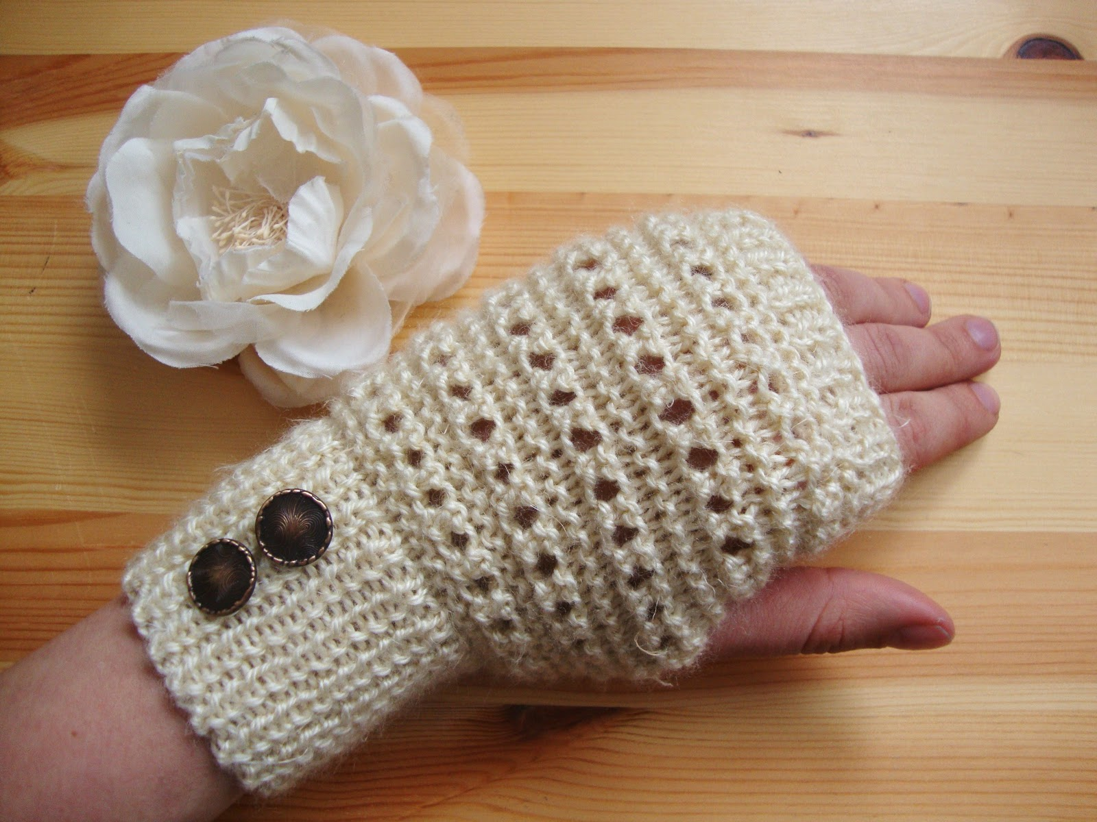 Yarn, needles and a cup of coffee: Vanilla Frappe Fingerless Gloves