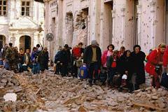 Población huyendo tras el bombardeo de Vukovar (Nov/1991)