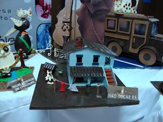 Casa e carro antigo em Chocolate