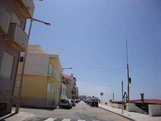 Praia do Pedrogão - Foto da avenida zona central da praia