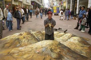 Desenho buraco - Desenhos tridimensionais na calçada - Giz - Julian Beever
