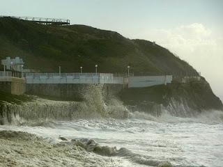Mar agitado - São Pedro de Moel - Ondas invadiram areal