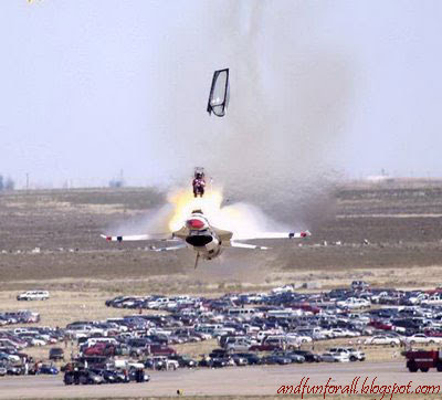 http://3.bp.blogspot.com/_MRq6mmTu1JM/R6SLfhoqLfI/AAAAAAAAC-A/f275qrEyMzs/s400/Airplane-Accidents-Fighter.jpg