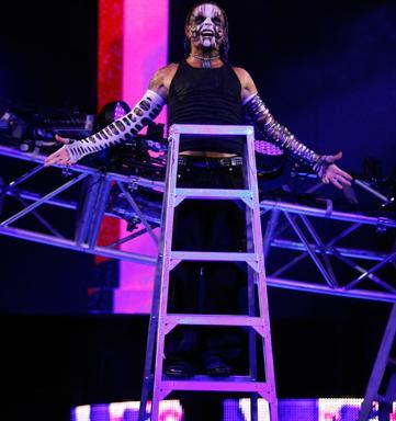 Jeff Hardy esta en CWF! Jeff_Hardy_SD_ESCALERA