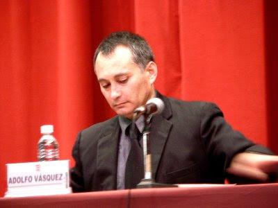 http://3.bp.blogspot.com/_MTMW0wRxmLE/TLAVhqRuKhI/AAAAAAAAA0M/qyqWIgAyzfM/s400/Adolfo+Vasquez+Rocca+Conferencia+UCM+.JPG