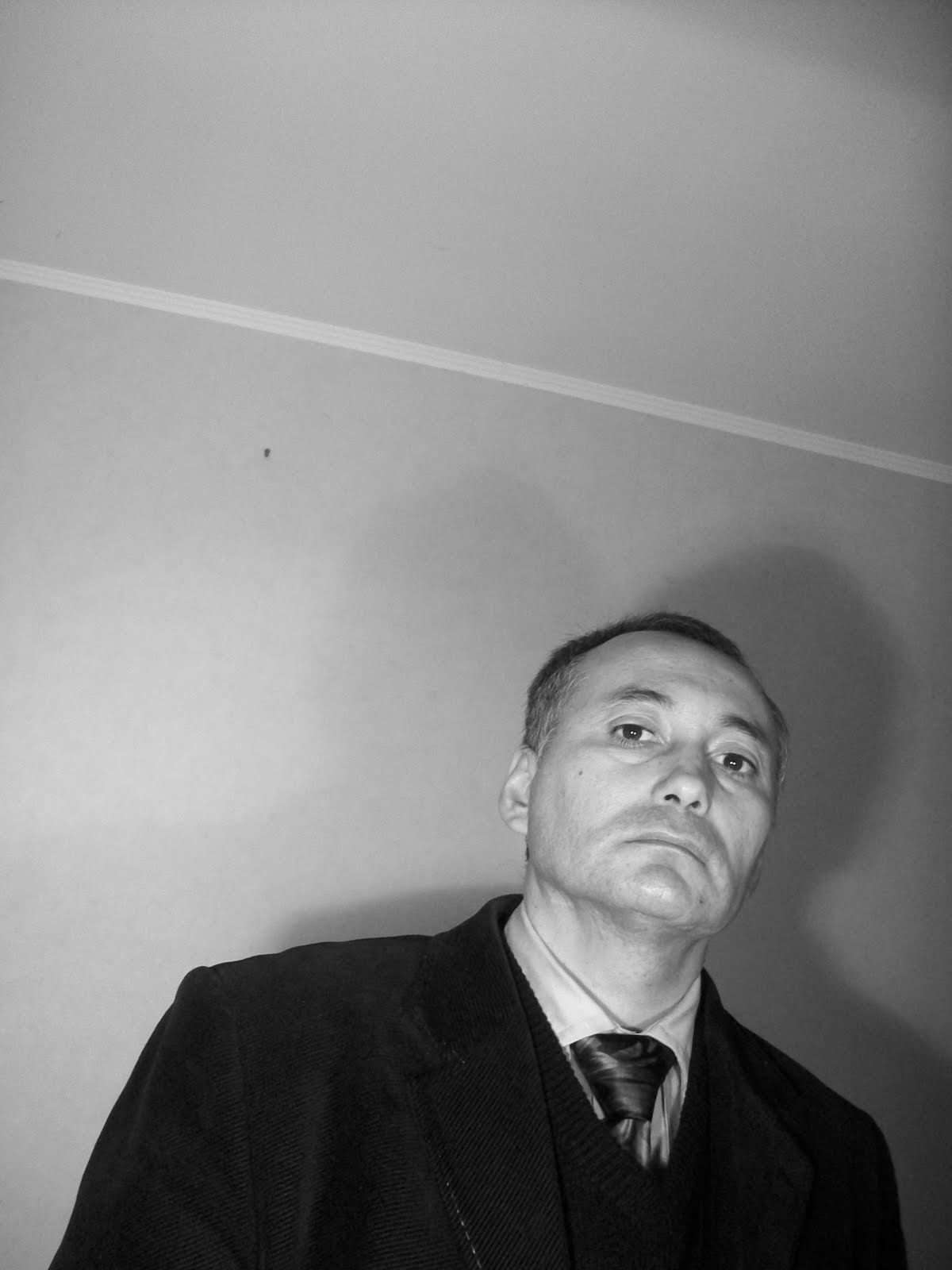 http://3.bp.blogspot.com/_MTMW0wRxmLE/TLAWhPxUp6I/AAAAAAAAA0c/PLGnowWfg80/s1600/Adolfo+Vasquez+Rocca+Portrait+_+Pau+2010+101_1792.JPG