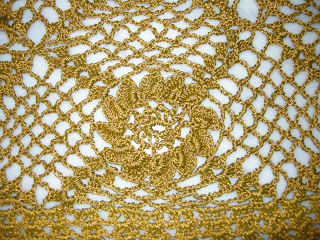 جليه كروشية للسيدات ذهبي اللون طريقة بيليرو كروشية بالصور جواكت كروشية