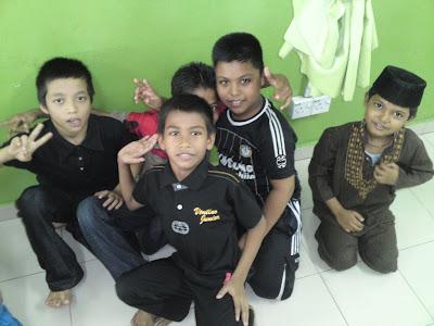 lawatan kerumah anak yatim pelarian rohingya Anak2+lelaki