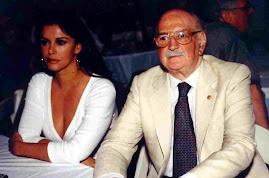 HUGO ROMANI AL LADO DE LA CANTANTE Y ACTRIZ MEXICANA LUCIA MENDEZ EN 2002