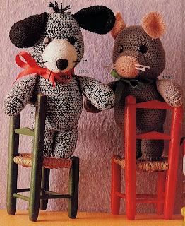 Вязаный мишка и мышонок