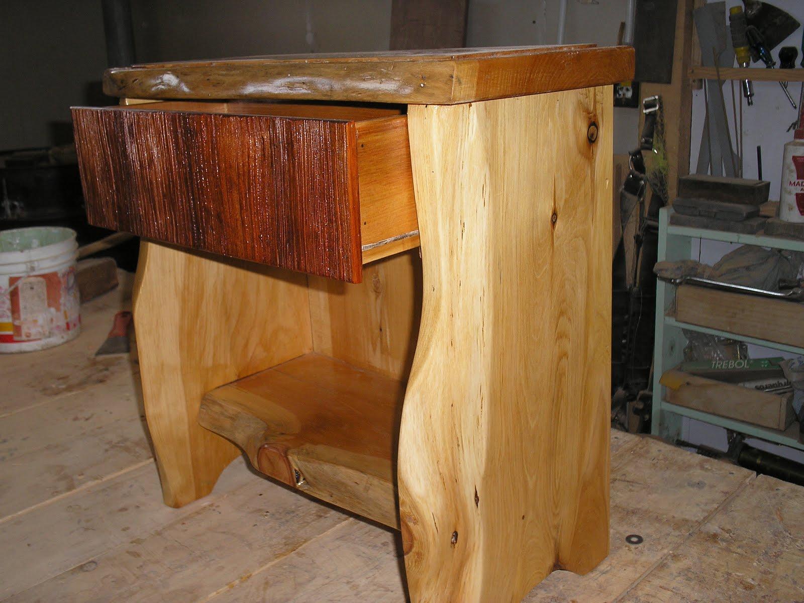 Muebles artesanales comodas con detalle en la tapa del for Muebles artesanales