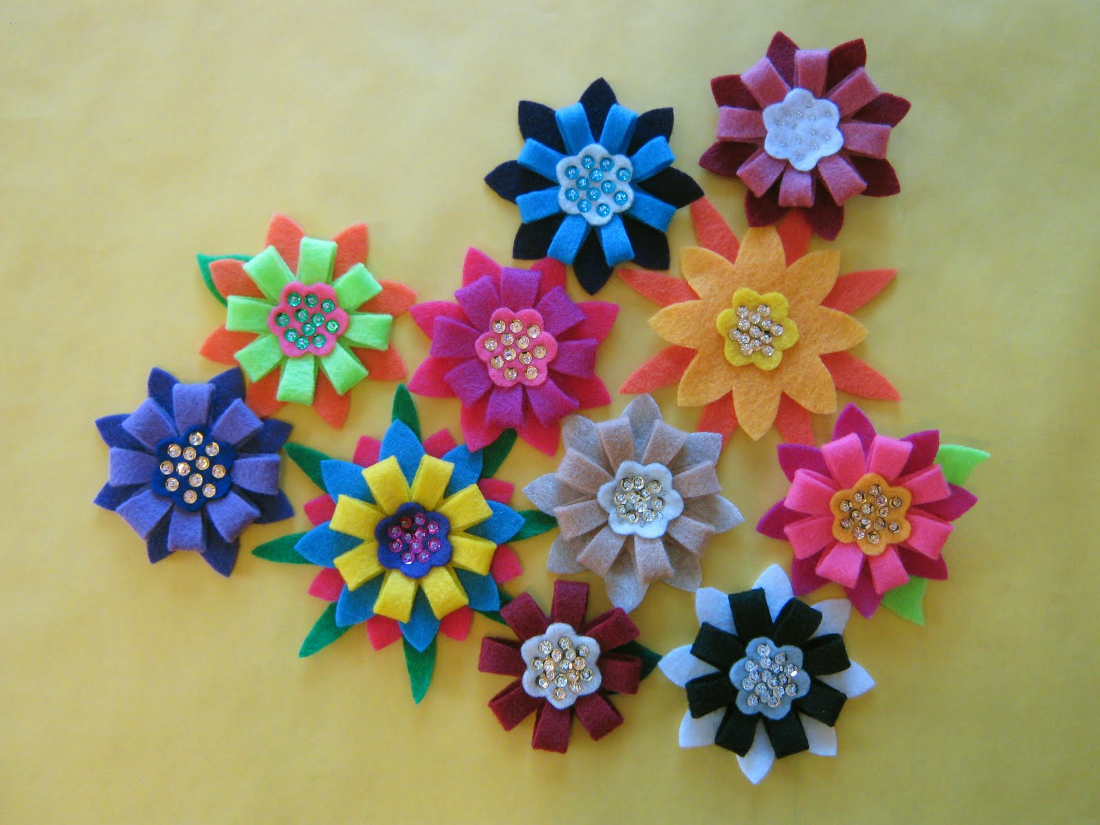 5 daughters Retro felt flowers