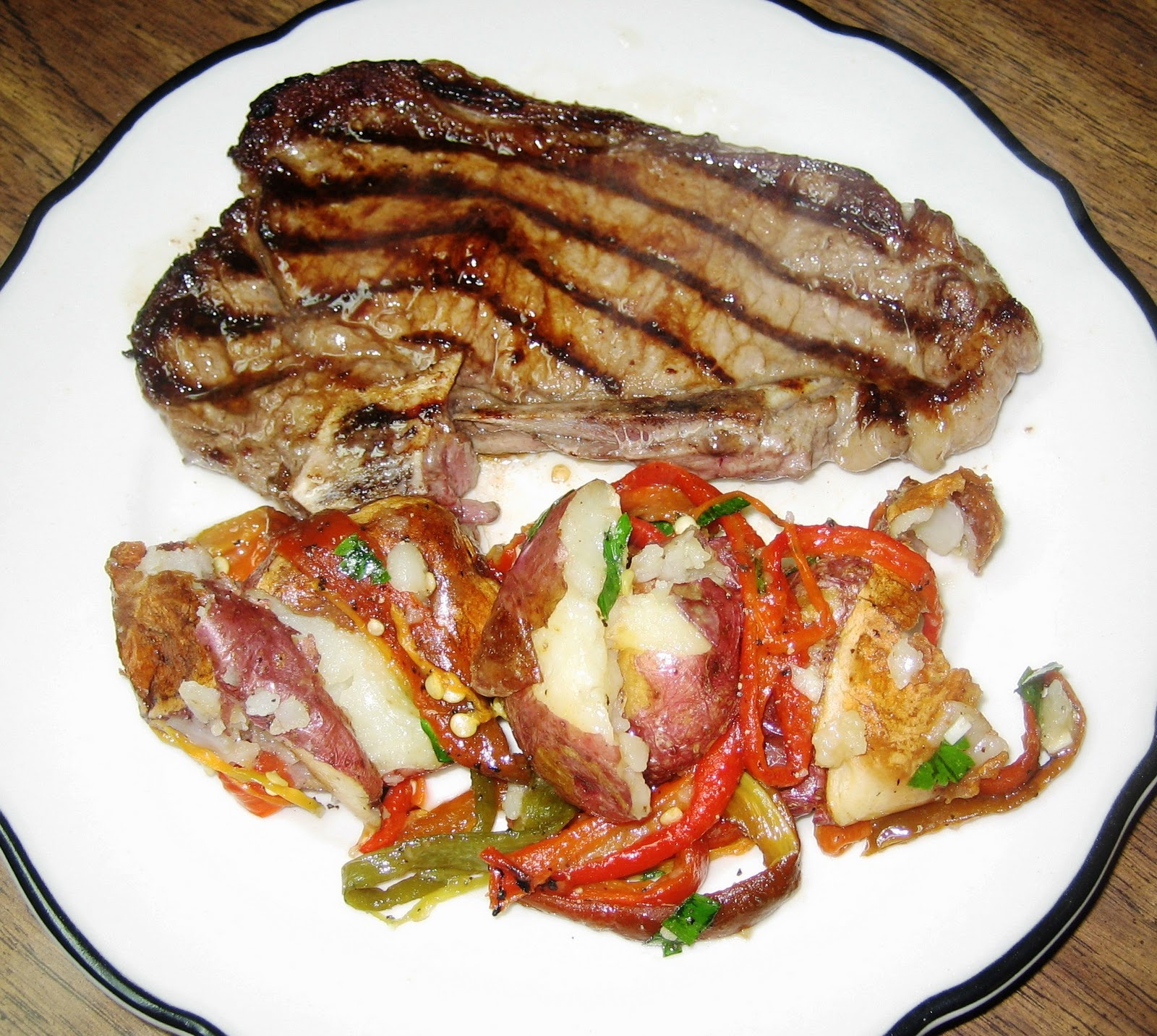 LA CASA E IL GIARDINO: Baked Potatoes with Skins and Charred Peppers
